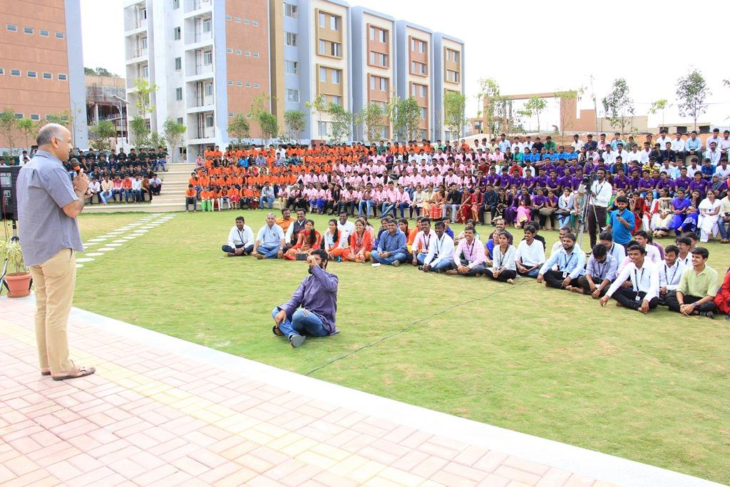 Manish Sisodia, Deshpande Educational Trust