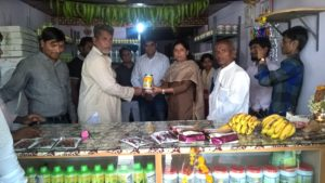 Sheela M Bhandarkar, Dharwad DDO, NBADR is presenting a Agri product to a farmer. Mr. Naveen Jha, CEO, Deshpande Foundation and others are also seen in the picture