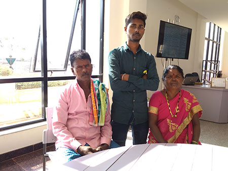 Deshpande Skilling Gangadhar with his parents, Hanumanthappa and Parvathamma